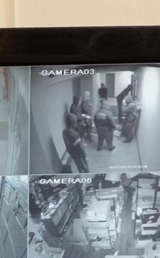 監控錄像紀錄下的嫌犯的體貌特徵。(王宇森提供)