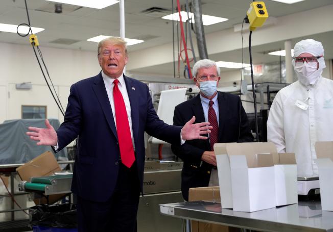 川普總統就任總統以來首次首次訪問緬因州,在醫藥公司宣傳新冠病毒檢測。(路透)