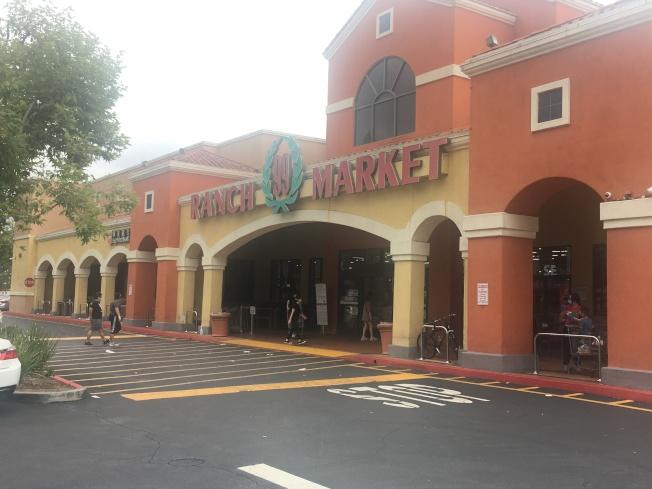 華資超市生意好,全統廣場大部分商家恢復營業。(記者王全秀子/攝影)