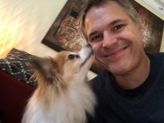 在加州全保(Covered California)的幫助下,成功闖過新冠肺炎鬼門關的攝影師沃爾福德(Erik Wolford)(圖:加州健保提供)
