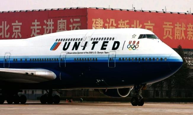美中航線之爭變數大,旅行業者指出,轉機麻煩歸麻煩,但購買「轉機中」機票似乎是現下最好的辦法。(美聯社)