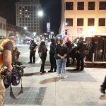 抗議警暴示威 沙加緬度商家遭搶砸
