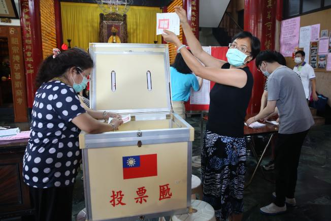 高雄市長韓國瑜罷免案台灣時間6日投票,投票率42.14%。(記者季相儒/攝影)