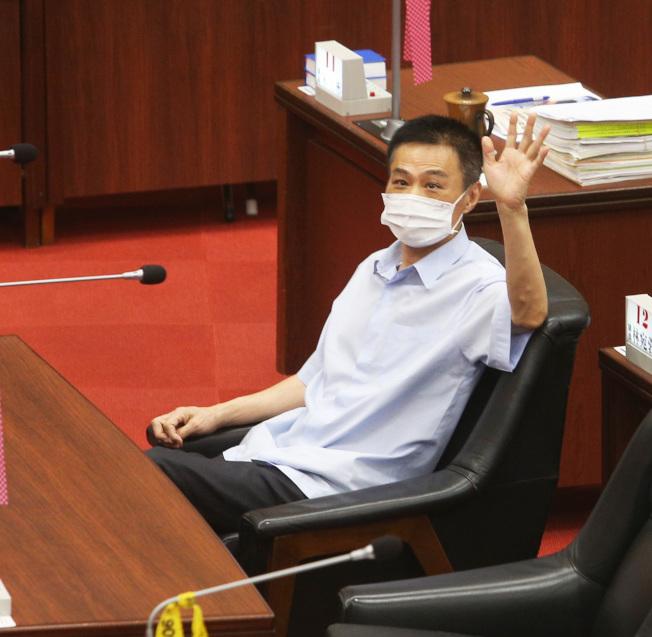 高雄市長韓國瑜遭罷免後,一向挺韓的高雄市議長許崑源今晚在17樓住處墜樓身亡。本報資料照片