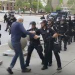 水牛城推人警察被控2級攻擊罪 6日出庭不認罪 同僚力挺