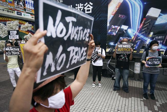 日本抗議群眾6日集結東京街頭。(美聯社)