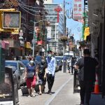 〈圖輯〉紐約市重啟首日  華埠人流明顯增多
