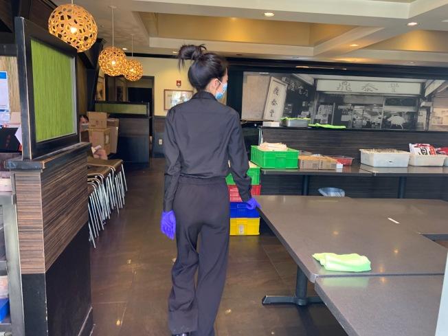 店員也對20年老店關門落幕表示惋惜。(記者張宏/攝影)