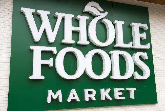 針對全美45家超商進行調查顯示,全食超市是執行新冠肺炎防疫措施最完善的超市。(Getty Images)