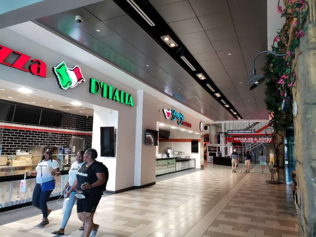 賭城的購物中心4日重啓,開門的商家大約只有十分之一。(劉澄宇提供)