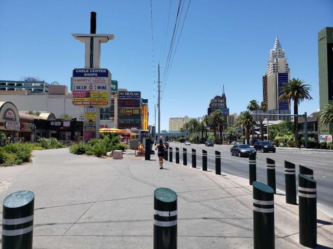 賭城4日重開,許多街道依然冷清。(劉澄宇提供)