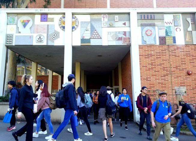 目前洛杉磯加州大學以亞裔和白人占大多數,如果ACA-5通過,現狀恐將被打破。(取材自UCLA臉書)