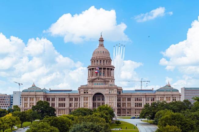 德州經濟重啟後銷售稅收入比去年六月上旬短少。(德州州長臉書)