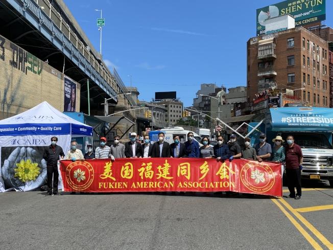 亞美醫師協會、美國福建同鄉會和華埠商業改進區,於17日在曼哈頓華埠東百老匯,聯合舉辦新型冠狀病毒免費檢測活動。(記者顏嘉瑩/攝影)