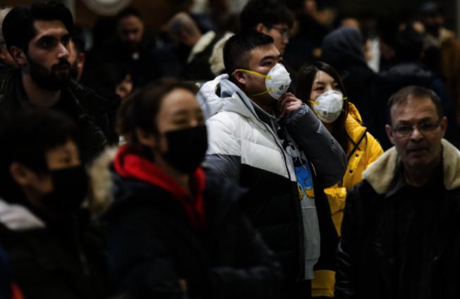 自新冠肺炎爆發以來,戴不戴口罩一直是熱門話題。(本報檔案照)