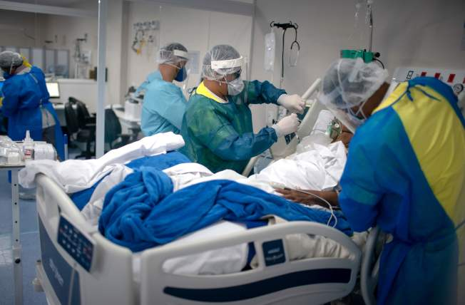 巴西19日宣布,全國累計新冠肺炎確診人數突破100萬。(Getty Images)