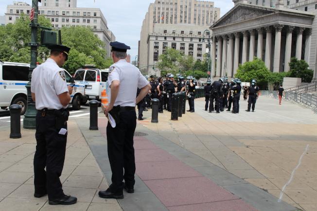 不斷調整的執法模式和細則給警員帶來了前所未有的壓力。(記者張晨/攝影)