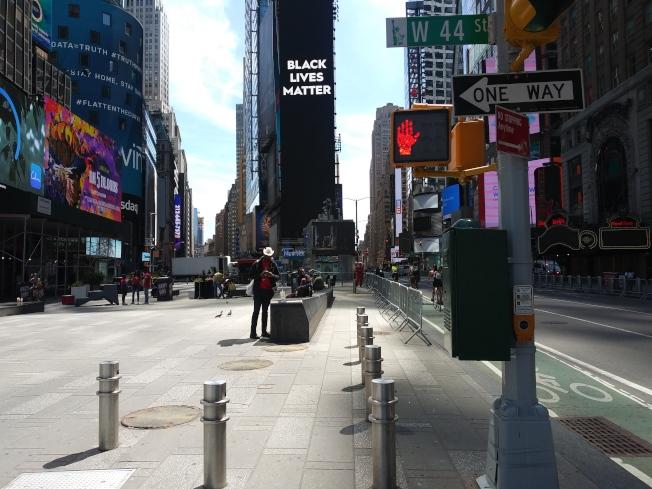 曼哈頓時報廣場屏幕上播放「黑人命也是命」(BLM)標誌。(記者韓傑/攝影)