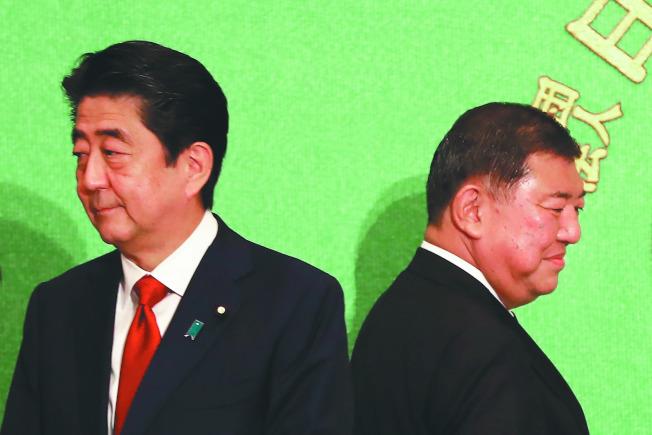 自民黨總裁選舉首場公開辯論,首相安倍晉三(左)與挑戰者石破茂(右)針鋒相對。(Getty Images)