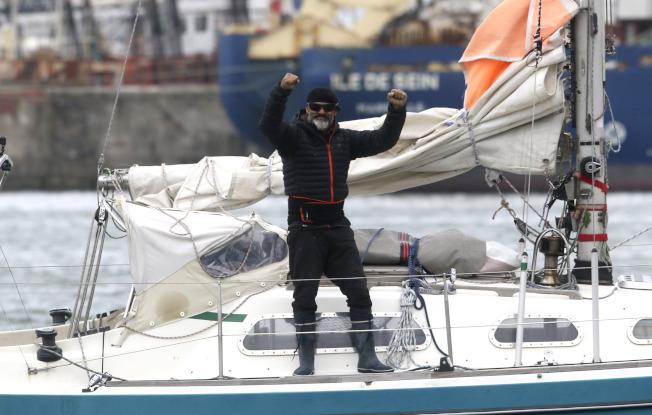 疫情斷飛航 阿根廷男駕船橫渡大西洋探親