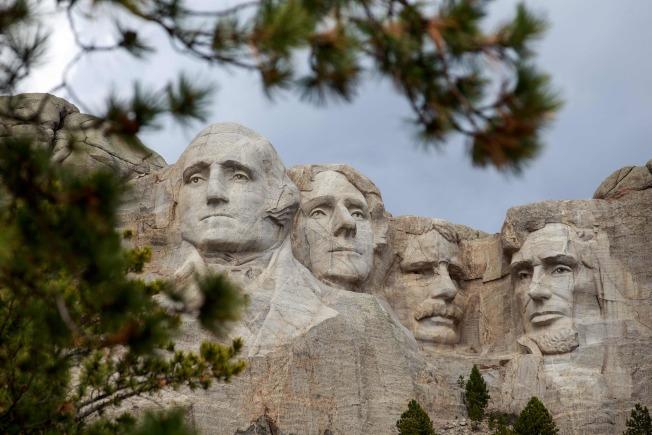 最近傳出反警察暴力示威者計劃毀壞位州南達科他州的著名總統山國家公園的總統石像。(Getty Images)