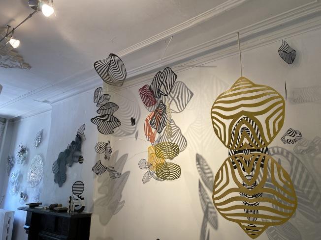 否畫廊推出溫迪·勒特文的「交會之際」展覽。(記者金春香 / 攝影)