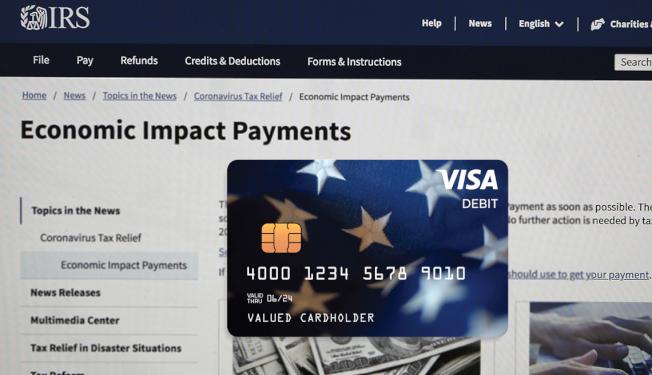 聯邦政府發放紓困金,約400萬民眾收到的是預付式簽帳卡,操作手續繁瑣,還可能引發個人資料落入第三方廣告行銷業者之手的安全風險。(取材自網路)