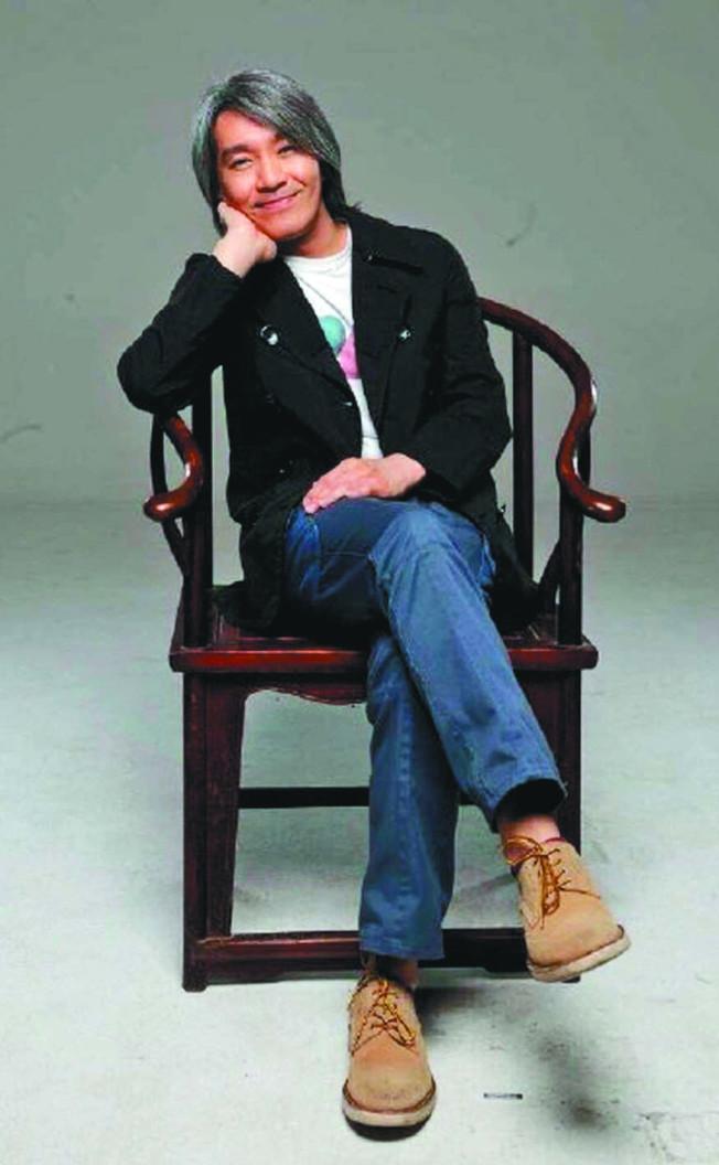 周星驰自从「美人鱼」之后,相隔3年带来喜剧新片「新喜剧之王」。 (取材自微博)