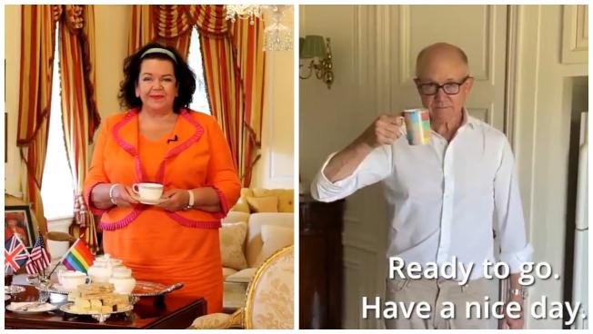 英國駐美大使皮爾斯女爵(左)與美國駐英大使強森(右)近日上推特打宣傳戰,示範自己國家的招牌飲品沖泡法。(取材自推特)