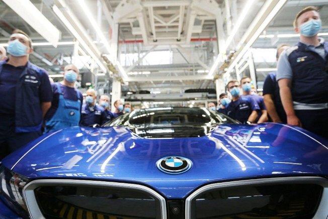 原訂4月中旬生產完畢的BMW i8,因為全球疫情導致車廠停工影響,最後一輛BMW i8延到6月才正式下線。BMW提供