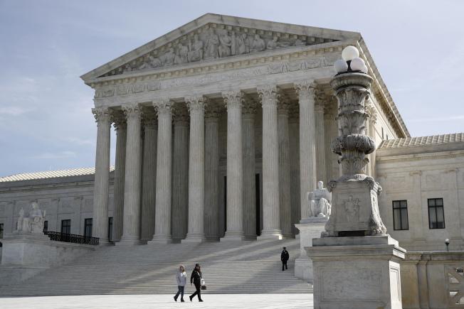 聯邦最高法院否決了德州民主黨要求給予所有德州居民郵寄投票權利的提案。之前曾有人擔心新冠疫情會導致大選投票率降低。(美聯社)
