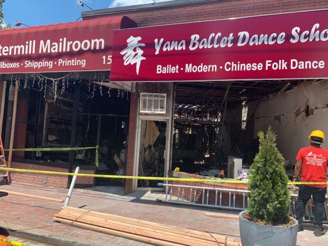 長島大頸25日突發五級大火,于婭娜的舞蹈被全部燒毀。(于婭娜提供)