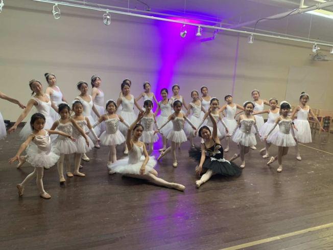 于婭娜開辦舞蹈教室近30年,因為疫情和大火,讓她被迫喊停自己的舞蹈生涯。(于婭娜提供)