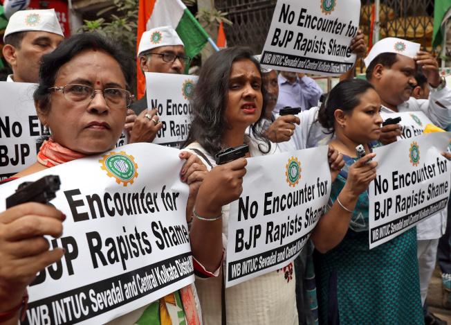 即使印度女性上街抗議爭取權益,印度性侵案仍不斷發生。(路透)