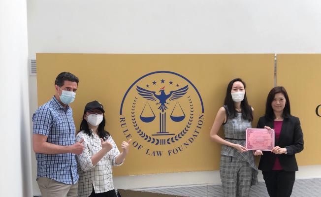 紐約華僑學校近日收到由Rule of Law Foundation III公司贈送的防疫物資。(僑校提供)