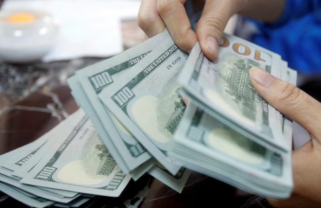 最新文件顯示,Fed已購買AT&T、聯合健康集團和零售商沃爾瑪的公司債。路透
