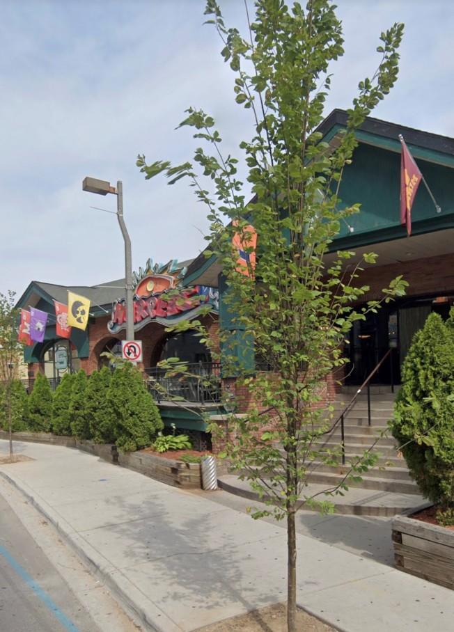 緊鄰密州大校園的哈波餐館,因傳出多達85名顧客感染新冠病毒而再度關閉。(google地圖)