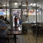 華埠餐館內設臨時隔間 提早為開放堂吃準備
