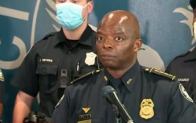 布魯克斯(Rayshard Brooks)一案中兩名涉案員警被捕並遭起訴後,迄今亞特蘭大警隊中約已有170人請病假。圖為亞特蘭大臨時警察總長布萊恩特。(CNN影片截圖)