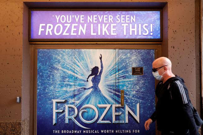 因疫情影響,百老匯秀今年確定無緣觀眾。(路透)