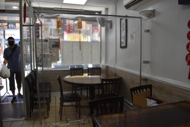 原本可容納80幾位食客的餐館在隔間完後,每次僅可接待約15名客人。(記者顏嘉瑩/攝影)