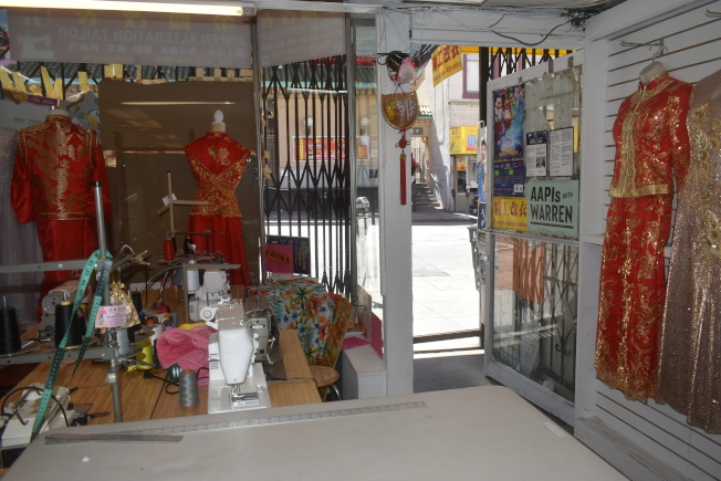 6月重開以來,金鳳改衣店鮮有顧客光顧。(記者黃少華/攝影)
