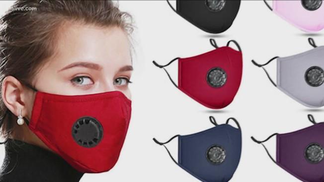 愈來愈多專家指出,有「呼吸閥」的口罩的防疫效果相當有限,甚至比沒有呼吸閥的口罩還來得差。(11alive電視台截圖)