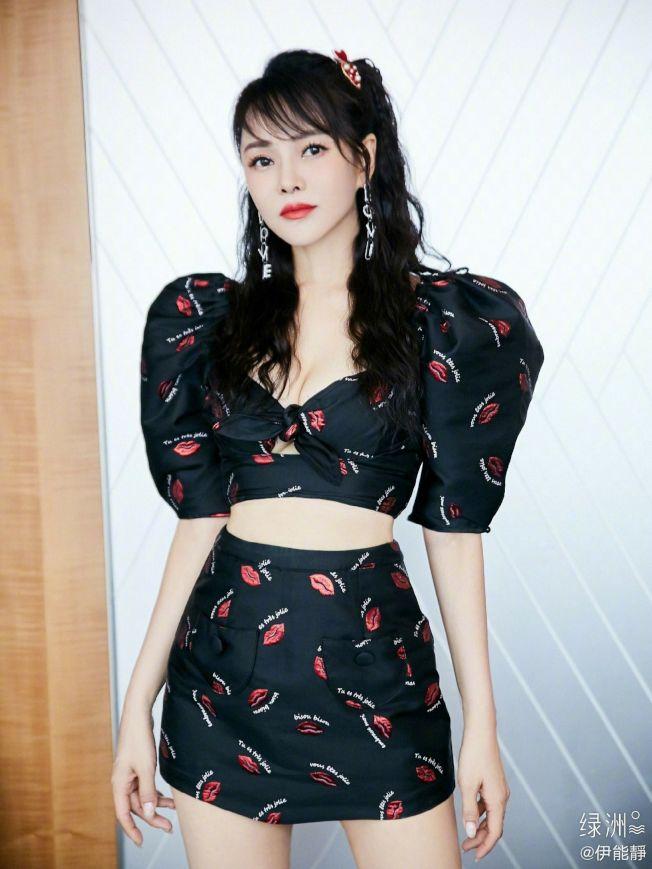 伊能靜參加女團選秀成為熱搜人物,近日專訪發言引發網友怒火。(取材自微博)