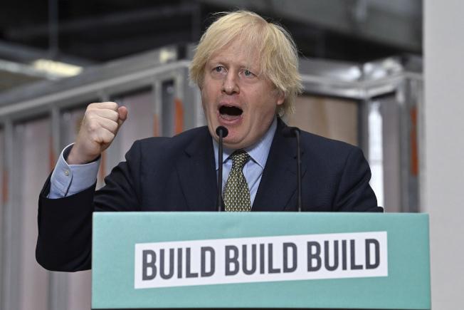 「港區國安法」今天通過後,英國首相強生(圖)表示,在決定中國電信巨擘華為將在英國5G網路扮演何種角色時,英國必須保護至關重要的國家基礎建設免於「敵對國家供應商」的控制。美聯社