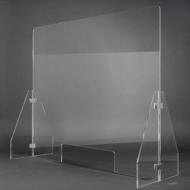 董Raymond與團隊花了幾天時間,設計出至少五種產品,最後才選擇目前的防飛沫隔板設計。(取自華埠塑膠公司網站)