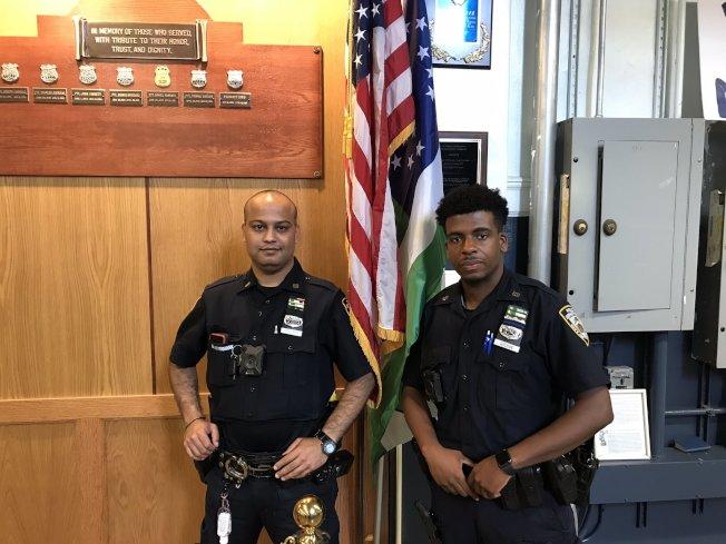 兩名警員成功逮捕四名涉嫌在班森賀搶劫的青少年。(取自推特)