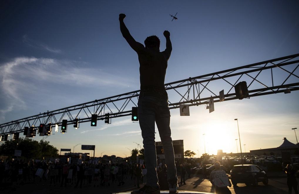圖為內布拉斯加州奧馬哈的示威活動。(美聯社)