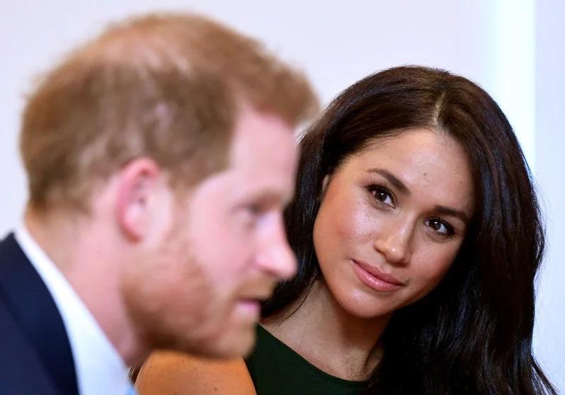 梅根在英國民眾眼中是哈利王子(左)脫離家鄉的罪魁禍首,讓哈利很不滿。(路透資料照片)