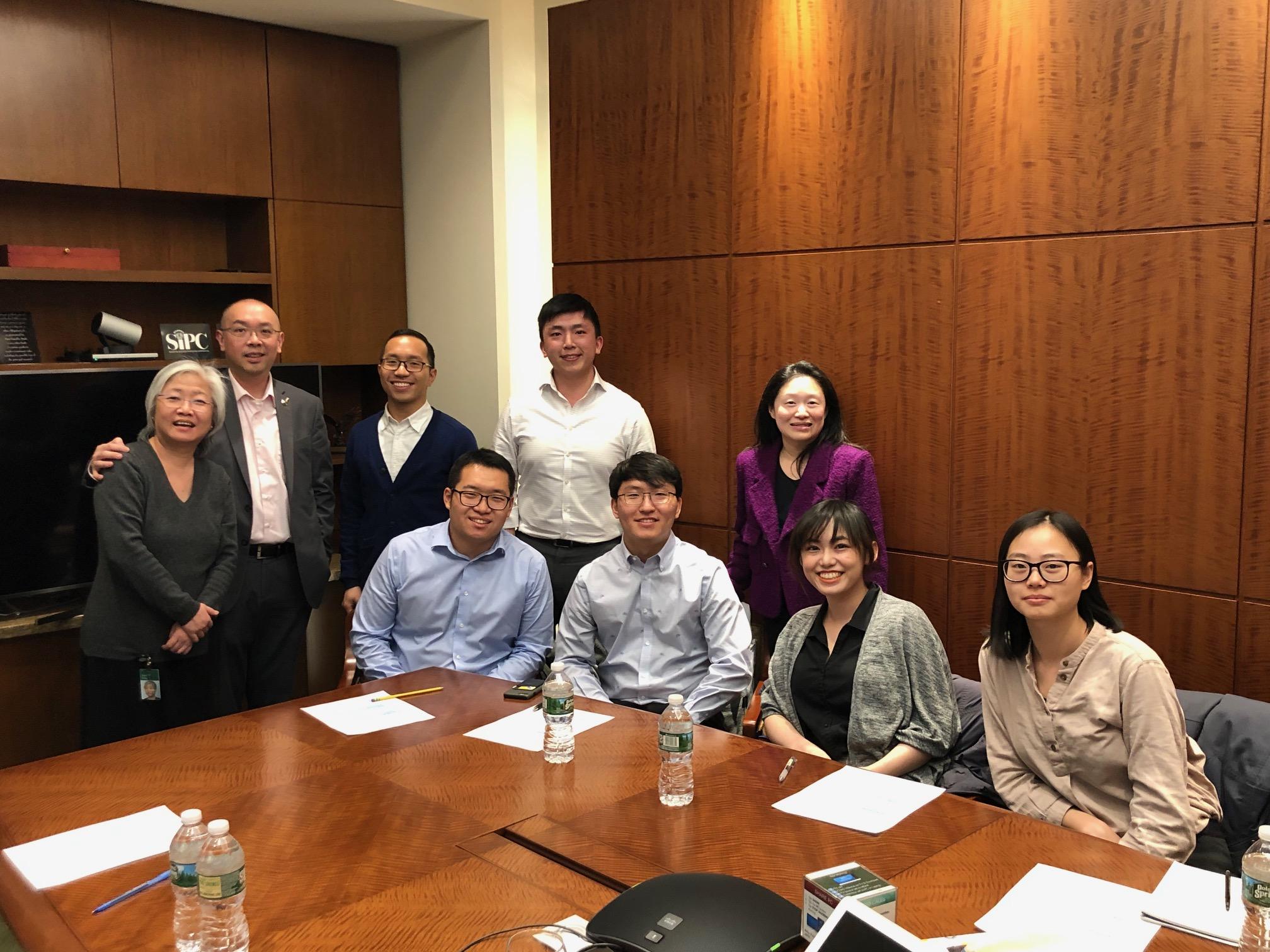 大紐約區華人教育基金會網羅曾獲獎的學生,以自願的方式主動加入輔導團隊,幫助更多人。(陳少明/提供)